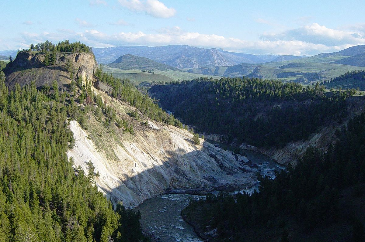 1200px-Calcite_Springs_in_Yellowstone