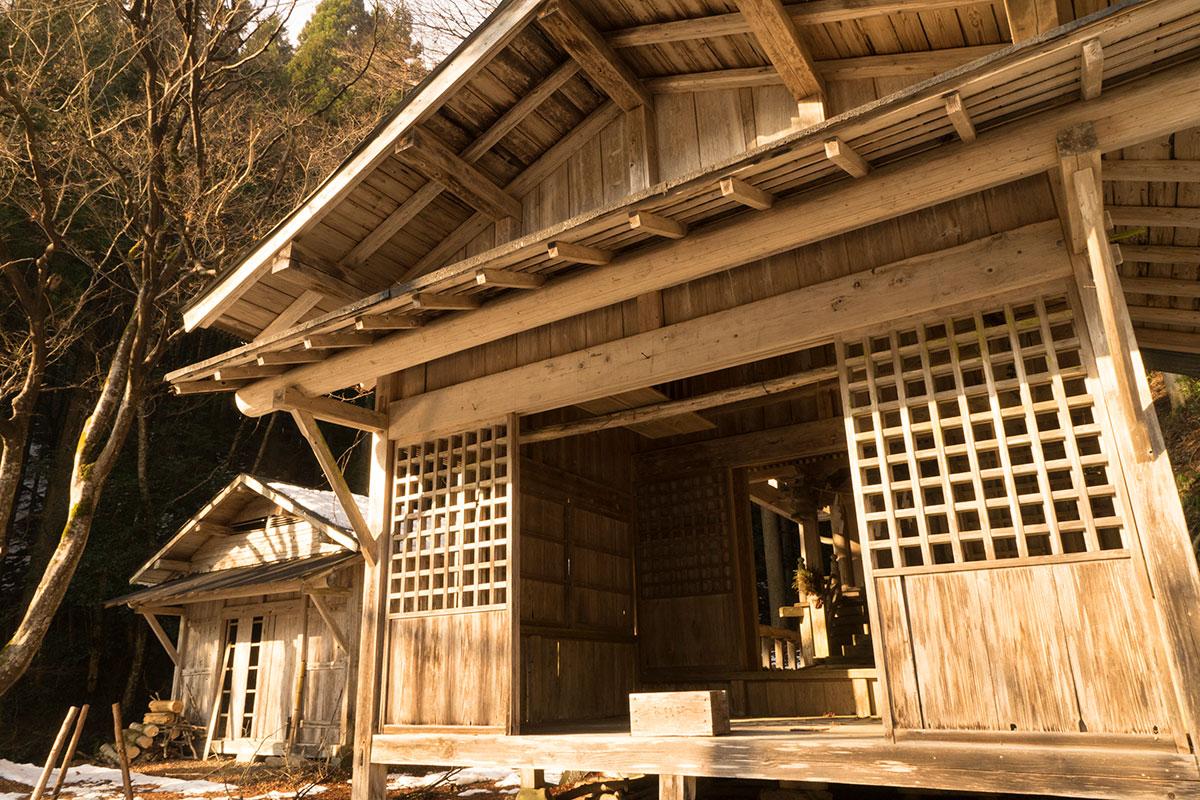 向山神社の社殿