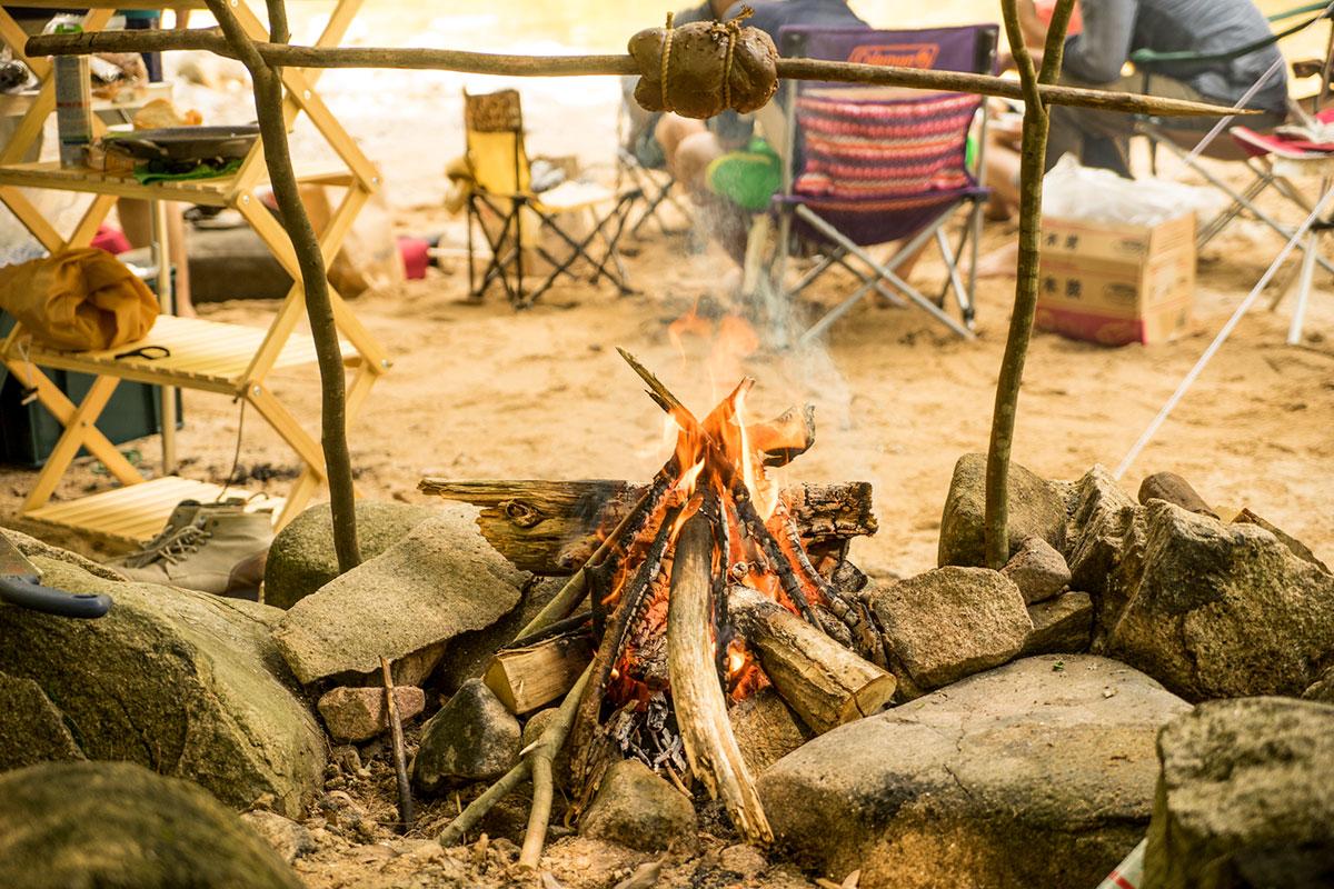 ブッシュクラフトによる鹿シンタマの炙り焼き