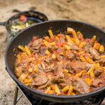 ジビエでアウトドア 鹿スネ肉のトマト煮