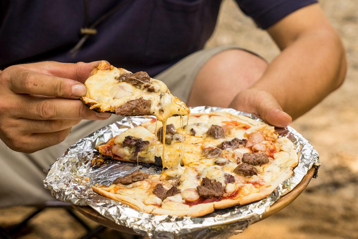 即席の鹿肉ピザ