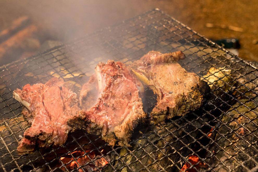 BBQ用途の猪ロース骨つき