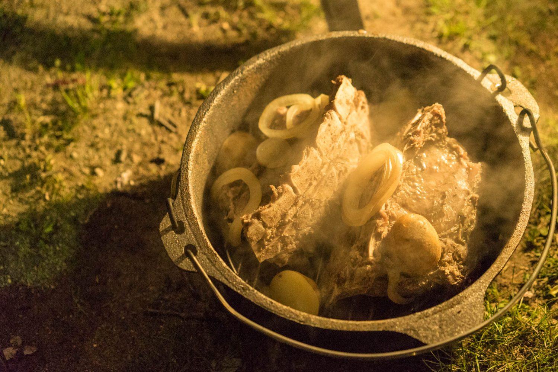 ダッチオーブンと猪ロースト