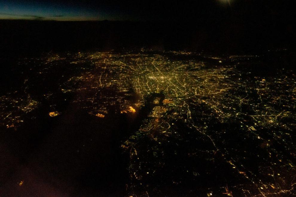 東京..ではなく、帰りの飛行機で撮影した名古屋市街地の夜景