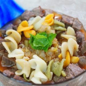 鹿肉とズッキーニのトマトパスタ